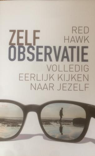 Zelfobservatie_Red-Hawk-staand